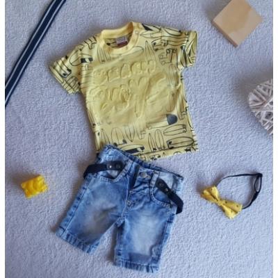 T-shirt en korte jeans met bretels